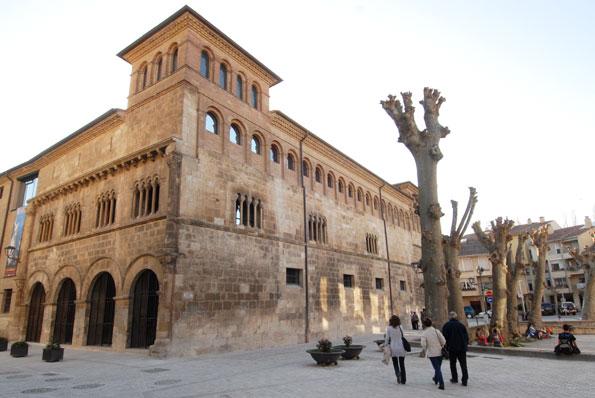 Fachada plaza San Martin. Museo Gustavo de Maeztu. Estella-Lizarra